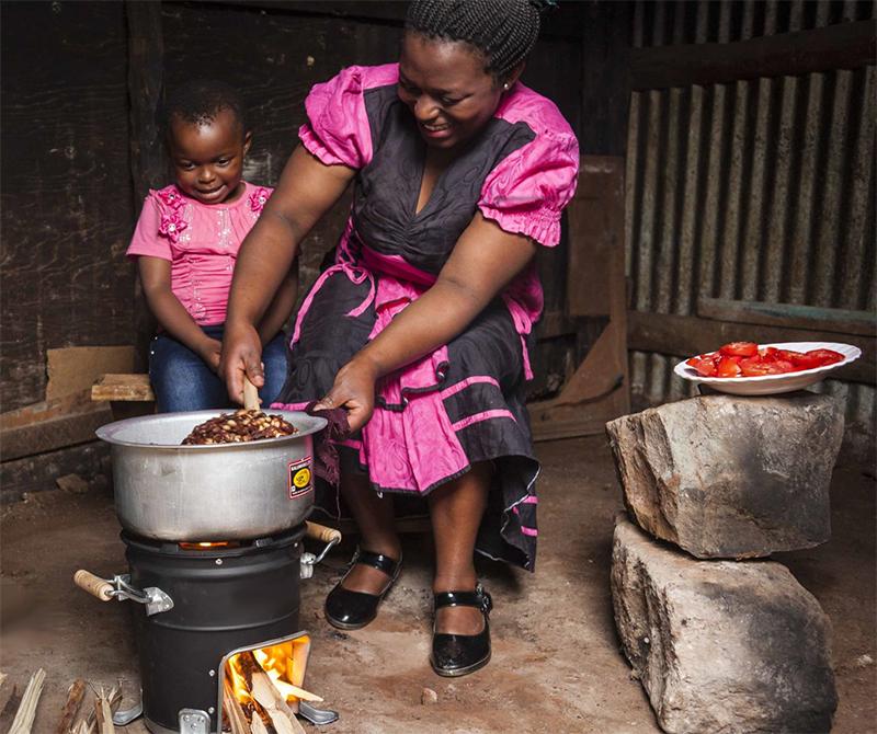 Global Partnerships cookstove in Kenya