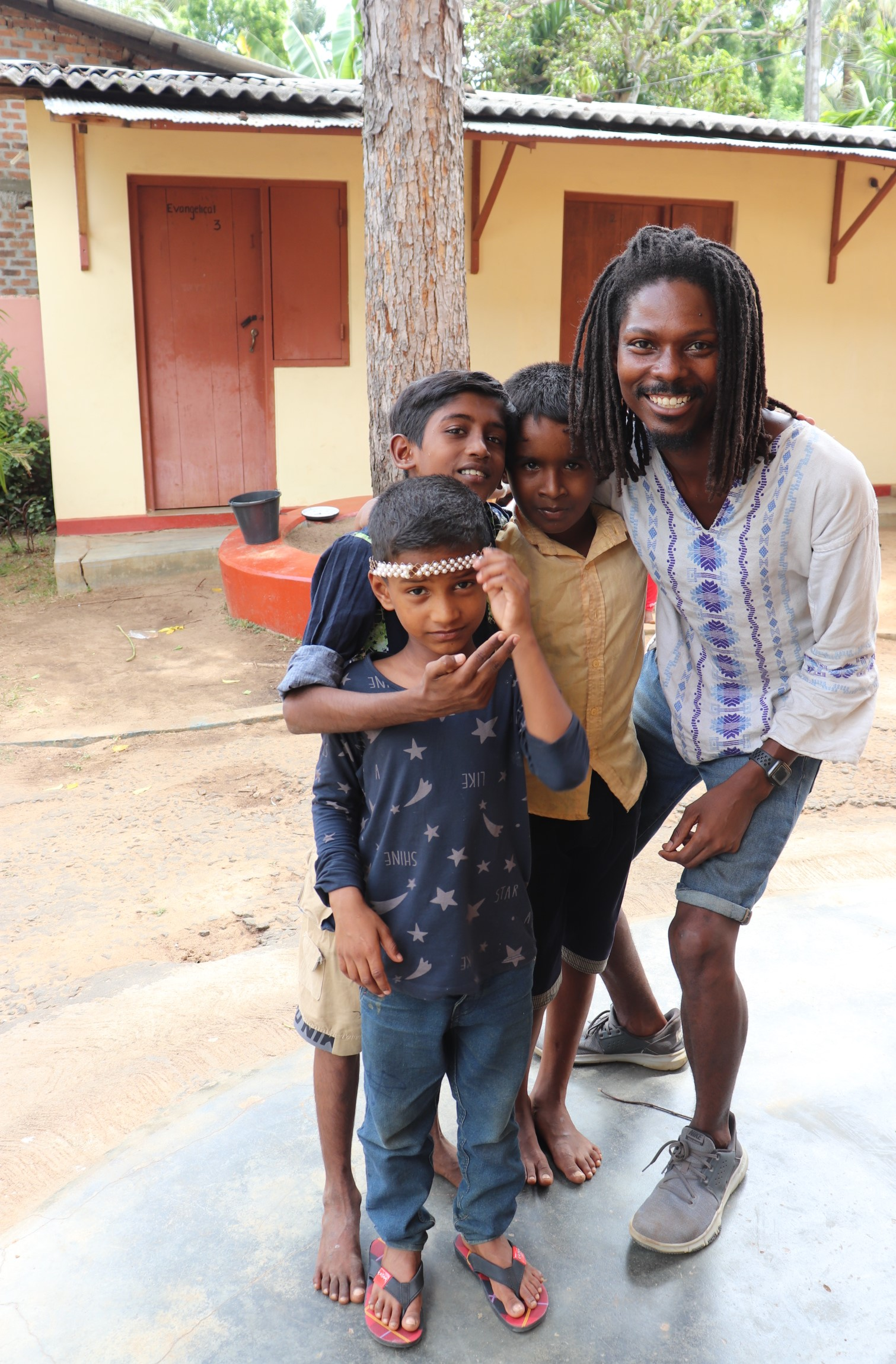 D'Angelo Smith with children in Sri Lanka, 2019